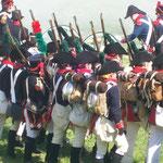 Spanische Soldaten der Napoleon-Zeit im Aufmarsch