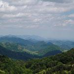 Blick nach Osten zu den Bergen der Garotxa