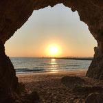 Meditationshöhle mit wunderschönem Sonnenuntergang