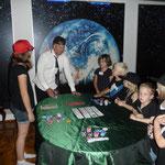 Agentenschüler beweisen Geschick am Pokertisch. (C) Bubig & Neumann Kreativ-Verlag GbR