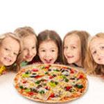 Beim Agentengeburtstag gibt`s frische Pizza. (C) Fotolia 60643315 Shmel