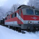 Überstellzug mit 1110.522 im Bahnhof Dalaas