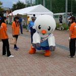 さて、この子は・・・ゆりーとくんです!スポーツ祭東京2013のマスコット!ゆりかもめのアスリートでゆりーとくんw記念撮影もしちゃいましたw