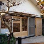 ギャラリー外部。庭+ウッドデッキ+外部建具+軒を新調。
