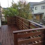 庭を楽しむために、ウッドデッキを設置した。