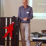 Dr. Franz Binder bei seinem Vortrag über die Auswirkungen des Klimawandels auf den Bergwald