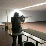 Schießkinobesuche üben den Umgang mit der Waffe und den bewegten Schuss.