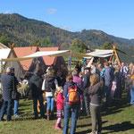Bei strahlendem Sonnenschein kamen die höchst interessierten Besucher in Scharen.