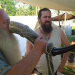 Zur Lagerweihe lässt Ulfram sein kostbares Sumbelhorn kreisen