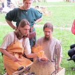 Auch unsere Keltenfreunde vom Clan Cullaidh probierten die Perlendreherei