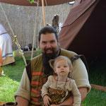 Unser eigener Nachwuchs wächst und gedeiht: Lilja und Papa Darri