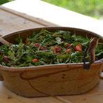 ... und frischen Rauke-Erdbeer-Grünspargelsalat.