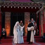 """Ein """"Reenactor"""" in der Rolle eines Zisterziensers wird als """"Experte"""" zur mittelalterlichen Hochzeitszeremonie befragt (Foto: MindenMarketing)"""