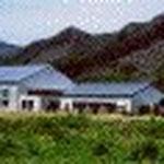 #河浦町民体育館(河浦)  RC+S2階建[独立前担当] 河浦町民運動場に隣接しています。1階部分の風通 しがよいプランとなっています。当時としては珍しかった亜鉛合金板(耐久性が長い)を屋根に使っています。