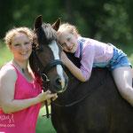 Julia und ihre Tochter mit dem Dt. Reitpony Frieda