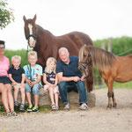 Kerstin mit Familie und Tiere