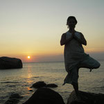 インド最南端。カンニャークマリ岬、岩の上にて。