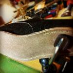 今回の靴は本底を後で貼る方法なので、ここで縫う厚みは薄い。随分楽だな~