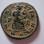 Revers: ROMAE A-ETERNAE , Rome assise à droite, P-R, R-Q en exergue, Rare : R2, TB+