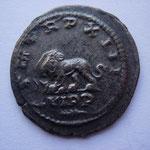 Revers: PM TR P XIII / C VI PP branche de palmier dessous, lion à g une tête de boeuf entre les pattes, légt tréflée au R, SUP/TTB+