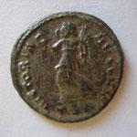 Revers : VICTORIA AUGG NN / .TS.Δ. : Thessalonique 4e off, 6e ém, 317-320, Cohen 584 (10 frs or), SUP/TTB+ rare (RR)