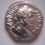 denier, Rome, 3.73 g, Avers: SEVERVS PIVS AVG (vente Savoca Coins 25 juin 2017 n° 521)