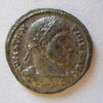 nummus, Avers: CONSTAN-TINUS AUG  buste cuir lauré à droite, toute son argenture, 3.29 g