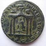 Revers: ANTIOCEWN - MHTRO KOLON DE / SC temple tetrastyle avec laTyche de la ville, à ses pieds l'Oronte nageant