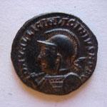 nummus, Avers: DN VAL LICIN LICINIUS NOB C buste casqué, haste sur l'épaule et bouclier, à g, 3.39 g