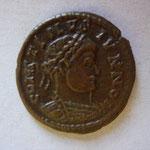 nummus: IMITATION pour Arles, 2.29 g, Avers: CONSTINUS IVNNO buste cuir à droite