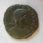 nummus, Lyon, 2.20 g, 1e officine, 330 ?, Avers: FL IVL CONSTANTIVS NOB C buste cuirassé à droite