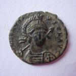 nummus, Constantinople, 2.04 g, Avers: DN HONORI-VS PF AVG, Buste casqué, diadémé, et cuirassé  de face