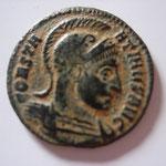 nummus, Rome 4e officine, 318-319, 2.55g, Avers: CONSTA-NTINVS buste cuirassé, casqué à droite