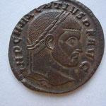 follis, Rome 4e off 310-311, 5.28 g, Avers:  IMP C MAXENTIVS P F AVG