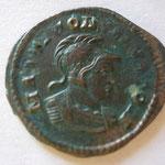 Revers: MARTI CONSERVATORI, buste casqué et cuir de Mars ss les traits de Constantin, Trêves, mai 309-juin 313, 3e ém