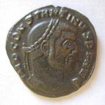 follis, Avers: IMP CONSTANTINUS PF AUG (buste barbu à droite)
