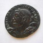 follis, Trêves 4e off, 8.57 g, Avers: IMP MAXIMIANUS AVG buste à g avec la leonte sur épaule g et une massue épaule dt