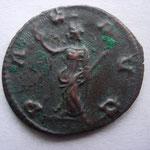 Revers: PA - X A - UG, la paix à g, sans argenture (monnaie du limes ?) , frappée après la mort de Gallien, TTB
