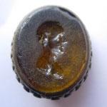 cachet du XVI e siècle (?) la pierre est une intaille (romaine ?) représente un homme jeune