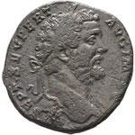 Sestertce 195 Rome, 23,73g. Avers: [L] • SEPT • SEV PERT AVG IM[P] • V, tête laurée à droite, drapé sur l'épaule gauche.