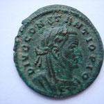 follis posthume, Trêves, 1ére officine,  5.69 g, Avers: DIVO CONSTANTIO PIO,                                      Rare (R1)