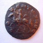 Revers: ADVENTUS AUG Emp à cheval à g, célèbre son arrivée à Rome ap son couronnement à Milan, TTB rare (RR)