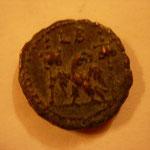 Revers: aigle entre 2 enseignes (vexilla) / LB 2e année du règne = 283-284, TTB