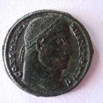 nummus, Constantinople, 2éme officine, 3éme émission, 2.75 g, 327/328, Avers: CONSTANTINVS MAX AVG
