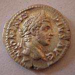 denier, Rome, 208, 3.60 g, A/ ANTONINVS - PIVS AVG  départ (profectio) des 3 césars pour la campagne militaire de Bretagne