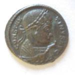 nummus, Avers: CONSTAN-TINUS AUG buste avec manteau impérial à dt avec scpeptre surmonté d'un aigle, 2.89g