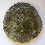 Poemenius pour Constance II, maiorina, Trêves 1ére off, 353, Avers: D N CONSTANTIVS P F AVG
