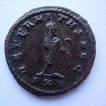 Revers: AETERNITAS AVG / PXV en exergue, TTB+, rare (R) Gallien debout avec l'ancus en main