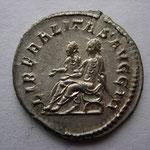 Revers: LIBERALITAS AVGG III, rare (R) Splendide exemplaire