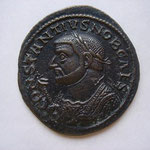 follis, Lyon 2e off ém ? 300-304 ? 8.90 g, Avers: CONSTANTIUS NOB CAES buste consulaire à g tenant le scipio